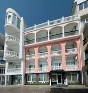 Отдых в отеле в восьми метрах от моря